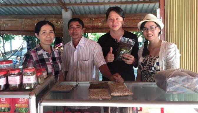 Nhân viên cửa hàng viếng thăm vườn tiêu Đức Ninh, một trong những vườn tiêu nổi tiếng nhất Phú Quốc