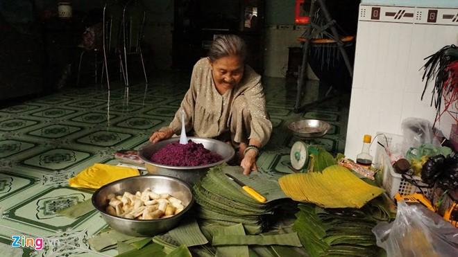 """Bà Huỳnh Thị Trọng, người """"phát minh"""" ra món bánh tét lá cẩm trứ danh miền Tây"""
