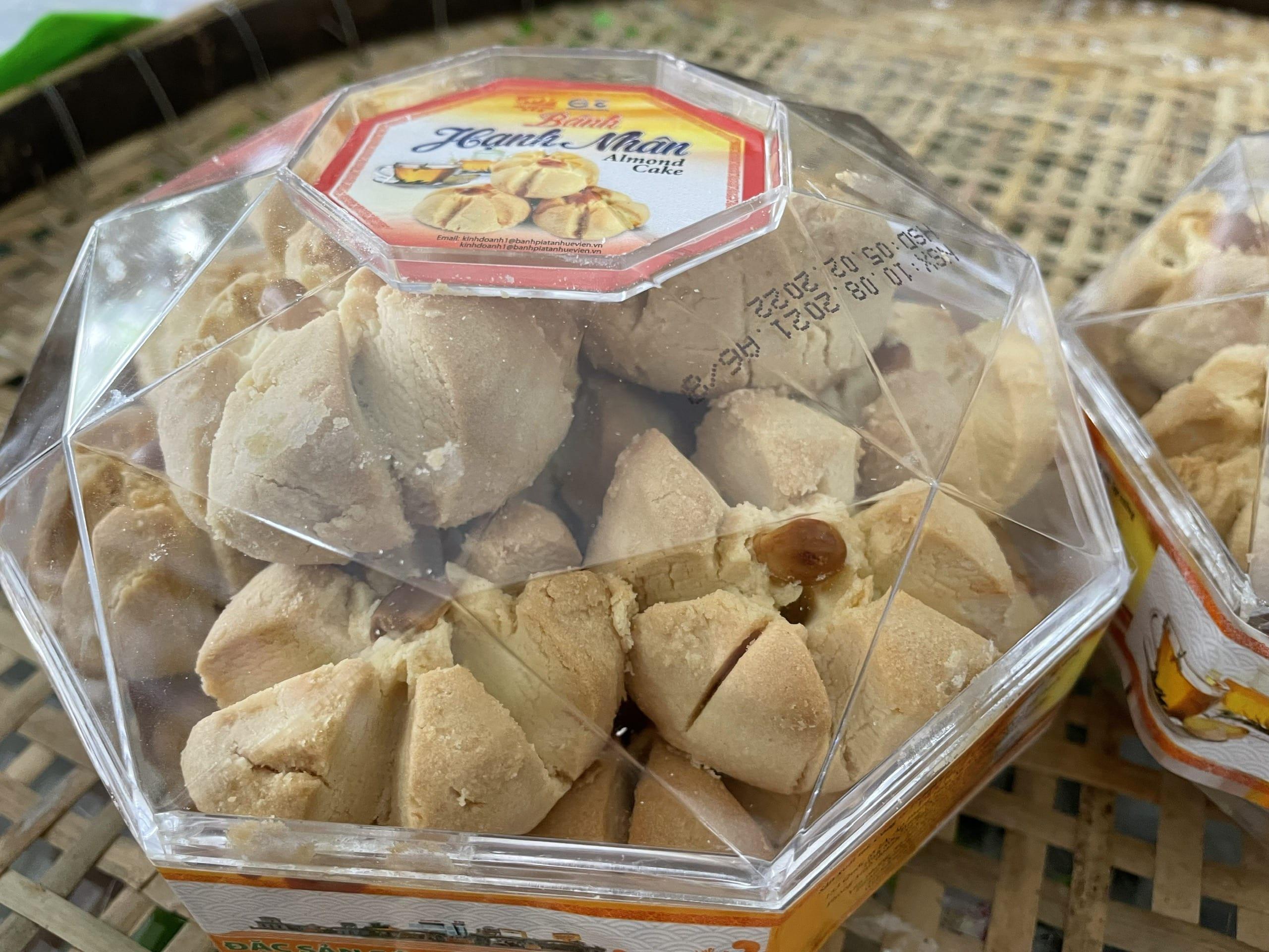 Bánh hạnh nhân Tân Huê Viên chất lượng điểm 10