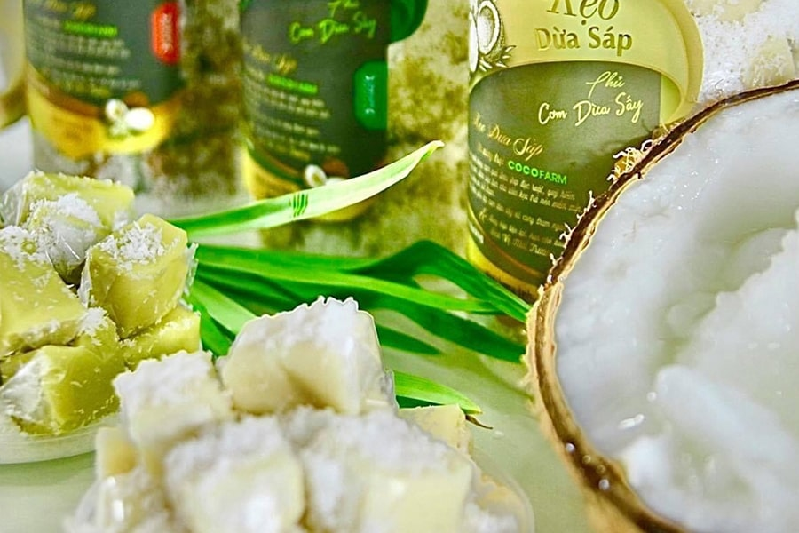 Kẹo dừa Bến Tre Thanh Long với thành phần chính là mạch nha nếp, sầu riêng, nước cốt dừa, đậu phộng