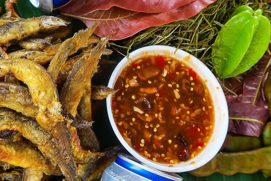 Khô cá dứa chấm mắm me sẽ mang đến cho bạn một bữa ăn vừa ngon vừa dinh dưỡng