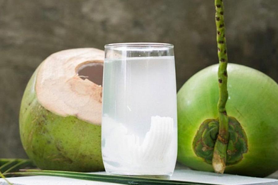 Khoảng 240 lít nước dừa tươi mới thu được khoảng 10 lít nước màu dừa