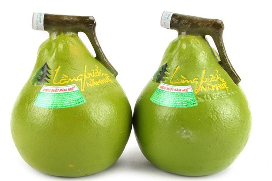 Nước cốt bưởi chiếm 70% thành phần của rượu bưởi Tân Triều