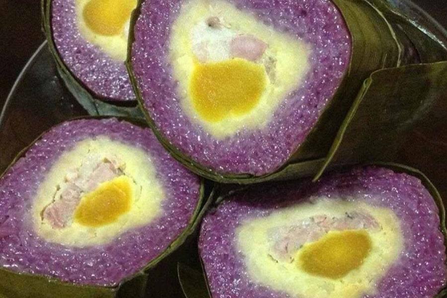 Bánh tét lá cẩm với màu tím đẹp mắt